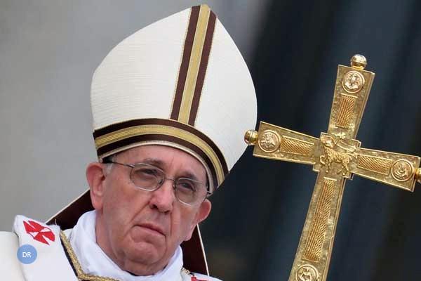 """Papa reage a crise de abusos sexuais em carta aos católicos, reafirmando """"tolerância zero"""""""
