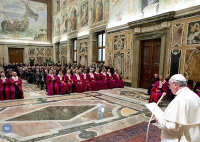 Papa denuncia precariedade laboral e deixa recados para os sectores conservadores da igreja