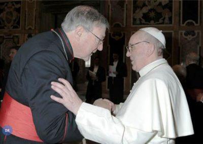 Papa  cria «ministério» para as Finanças e reformula «banco central»