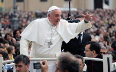 «Peçamos ao Senhor que liberte o mundo desta violência desumana» – Papa Francisco Orações pela paz na Praça de São Pedro