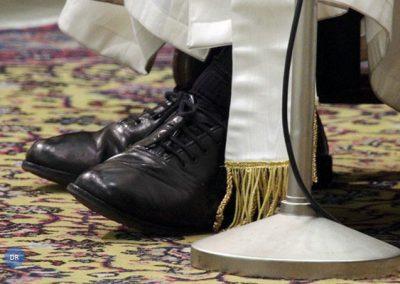 """O Papa dos sapatos pretos que """"quer mudar o mundo"""" através da proximidade"""