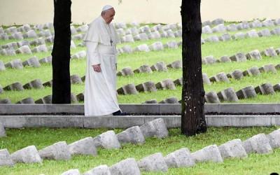 Papa alerta para «interesses de bastidores» dos atuais conflitos