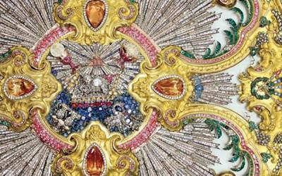 Resplendor do Senhor Santo Cristo brilha entre as cinco peças mais importantes da ourivesaria religiosa do século XVIII