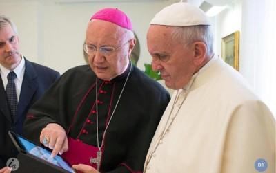 Mais de 400 mil pessoas descarregam aplicação dedicada à atividade do Papa