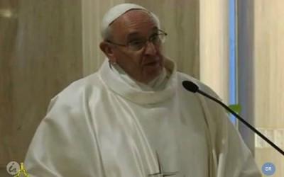 Papa pede menos burocracia nas comunidades católicas