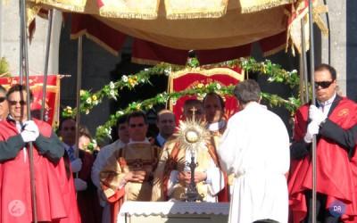 """Solenidade do Corpo de Deus assinalada em toda a igreja diocesana """"realça o fundamental da fé cristã"""", diz bispo de Angra"""