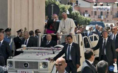 Papa Francisco  pede fraternidade e comunhão aos padres de Cassano