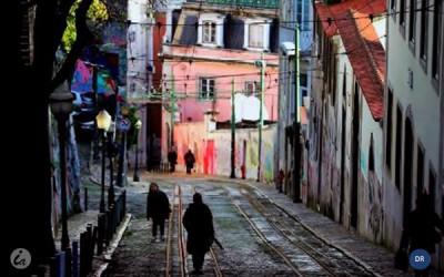País pobre e sujeito a riscos no final do programa de ajustamento