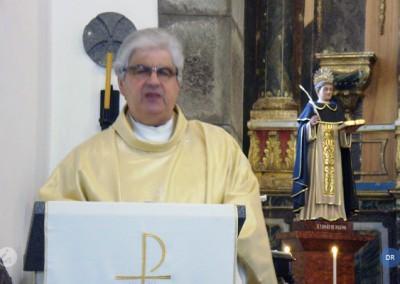 """O Papa Francisco """"tem colocado a igreja numa atitude de serviço"""""""