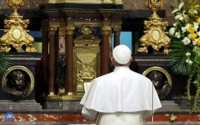 Papa reza no santuário de Pompeia
