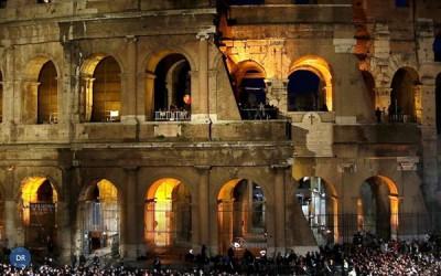 """Via Sacra no Coliseu de Roma centrada nos """"haters"""" e nos problemas dos jovens"""
