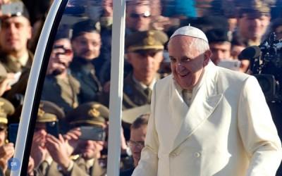 Papa dá voz a «grito das crianças» contra «sistema» que as exclui