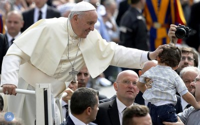 Papa apela a compromisso dos pais na educação dos filhos, sem «autoexclusão»