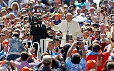 Papa pede valorização do tempo de noivado