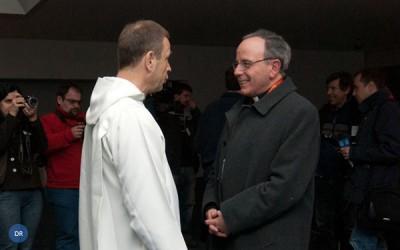 Cardeal-patriarca acompanha jovens à Comunidade de Taizé