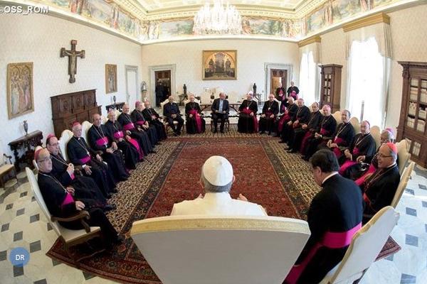 """Papa elogia solidariedade dos católicos portugueses e fala em Igreja """"serena"""""""