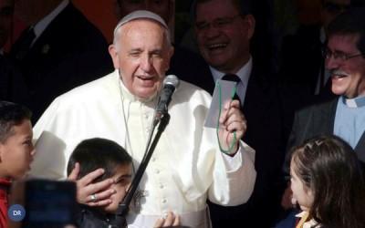Padres têm de estar junto das pessoas, diz o Papa