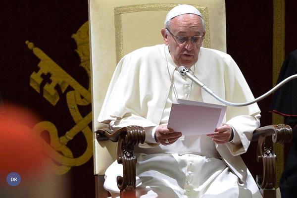 Papa promete «determinação» na reforma da Cúria Romana