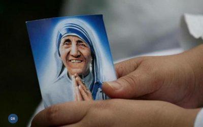 Papa proclamou Madre Teresa de Calcutá como santa