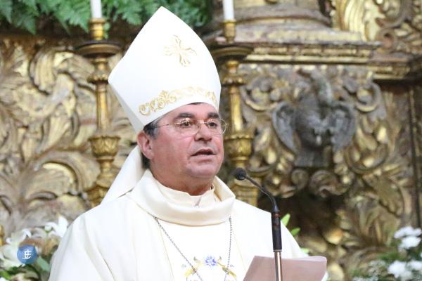 """Bispo de Angra pede aos novos diáconos para serem os """"despertadores"""" da consciência cristã num mundo """"marcado pelo mal"""""""