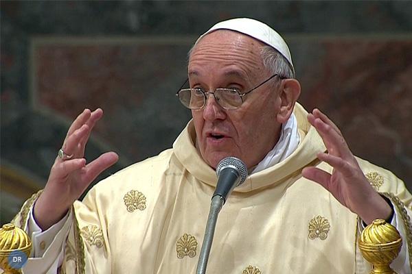 """Papa convida a enfrentar desafios da Igreja """"sem manias de grandeza"""""""