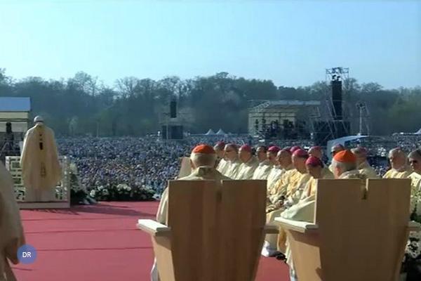 Papa critica sociedade que «especula sobre a vida, o trabalho e a família»
