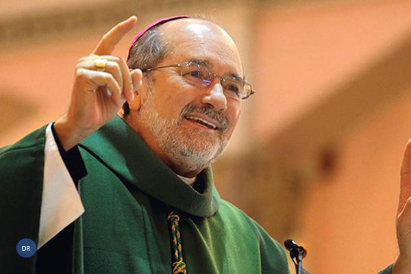 """Bispo de Fall River destaca """"entrega e doação"""" no culto ao Senhor Santo Cristo"""