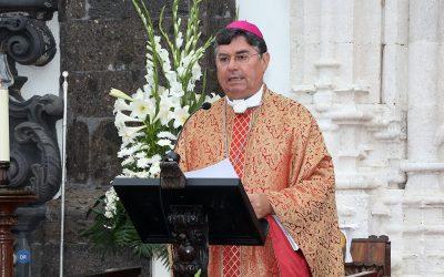Bispo de Angra preside às Grandes Festas do Divino Espírito Santo da Nova Inglaterra
