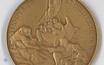 Medalha oficial do quinto ano de pontificado evoca migrantes