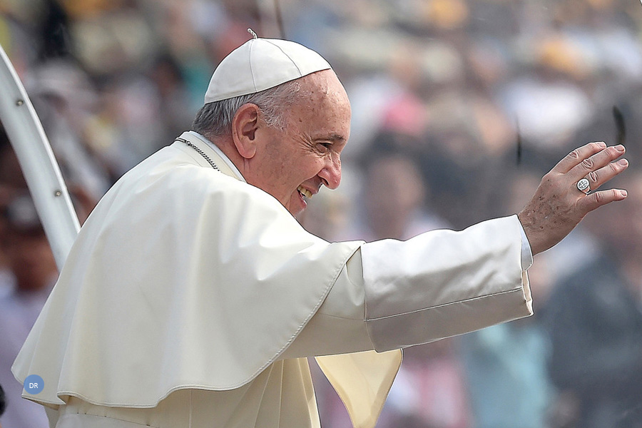 """Batismo é """"um dom"""" de Deus na luta contra o mal, diz o Papa"""