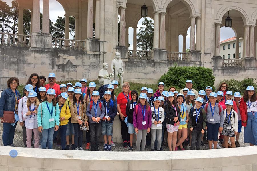 Quatro dezenas de mensageiros açorianos de palmo e meio experimentam a universalidade da igreja a partir de Fátima