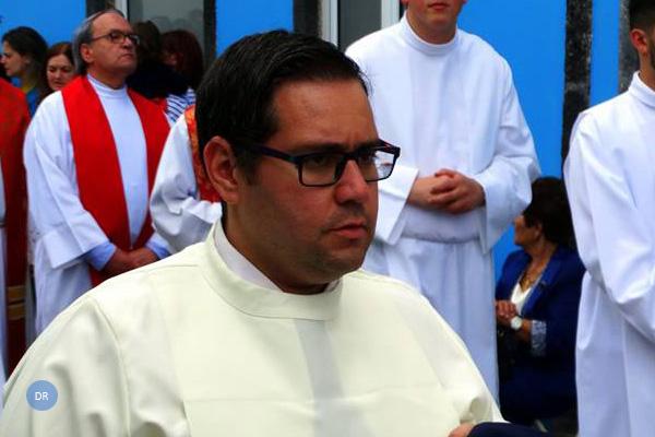 Bispo de Angra ordena novo diácono