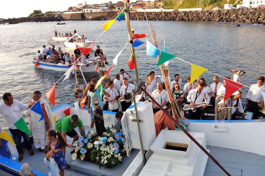 Comunidade dos Mosteiros presta homenagem aos migrantes e aos pescadores já falecidos com procissão marítima