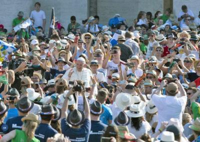 Papa Francisco pede a jovens que façam a diferença no acolhimento aos migrantes