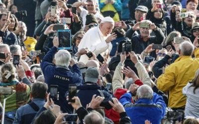 """Papa diz que cristãos devem ser pessoas de """"verdade"""" e critica """"terrorismo"""" da maledicência"""