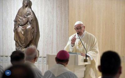 Papa alerta para os excessos do consumismo
