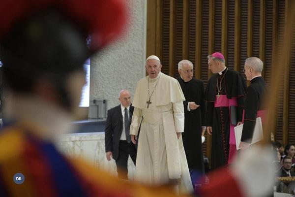 Papa inicia viagem à Bulgária
