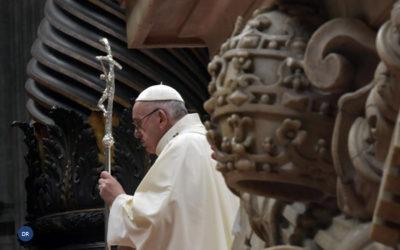 Oração cristã é comunitária e recorda «todos os pobres do mundo», diz o Papa
