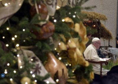 Papa reza em defesa da vida na preparação para o Natal