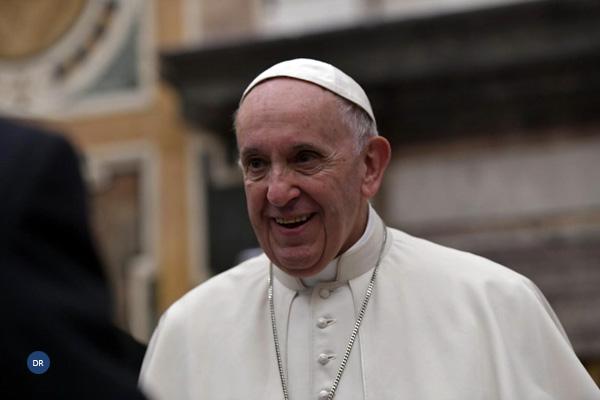 Papa defende educação para estilos de vida saudáveis