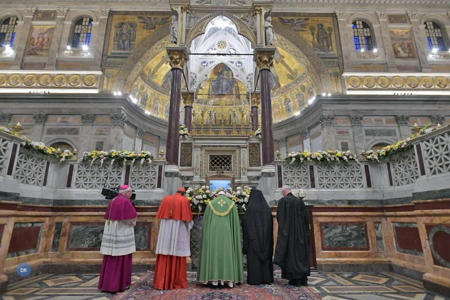 Papa quer cristãos unidos contra «escândalo» da miséria