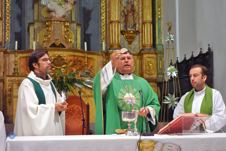 Bispo de Angra realiza visita pastoral a Santa Maria