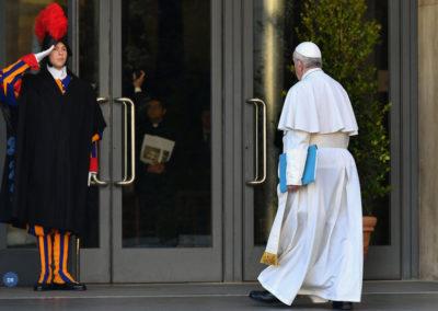 """Papa condena """"chaga"""" dos abusos sexuais e diz que é tempo de agir"""
