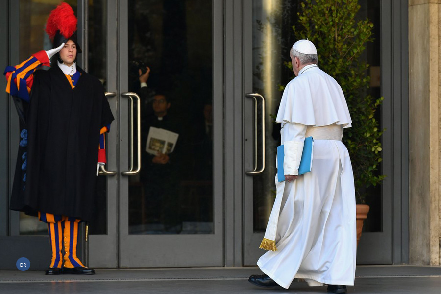Vaticano vai implementar sistema público para receber denúncias