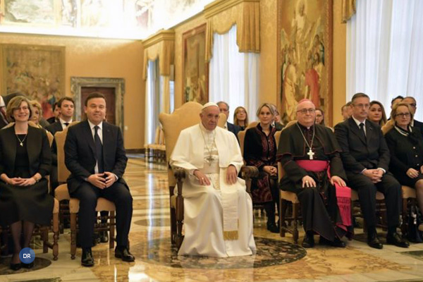 Papa Francisco envia flores a religiosas do Vaticano