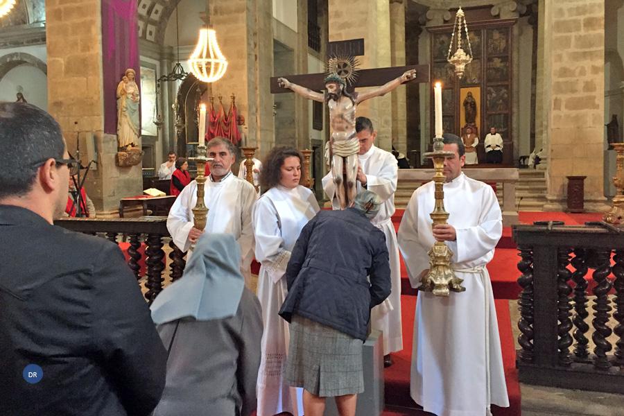 A cruz é fonte de vida renovada, afirma D. João Lavrador