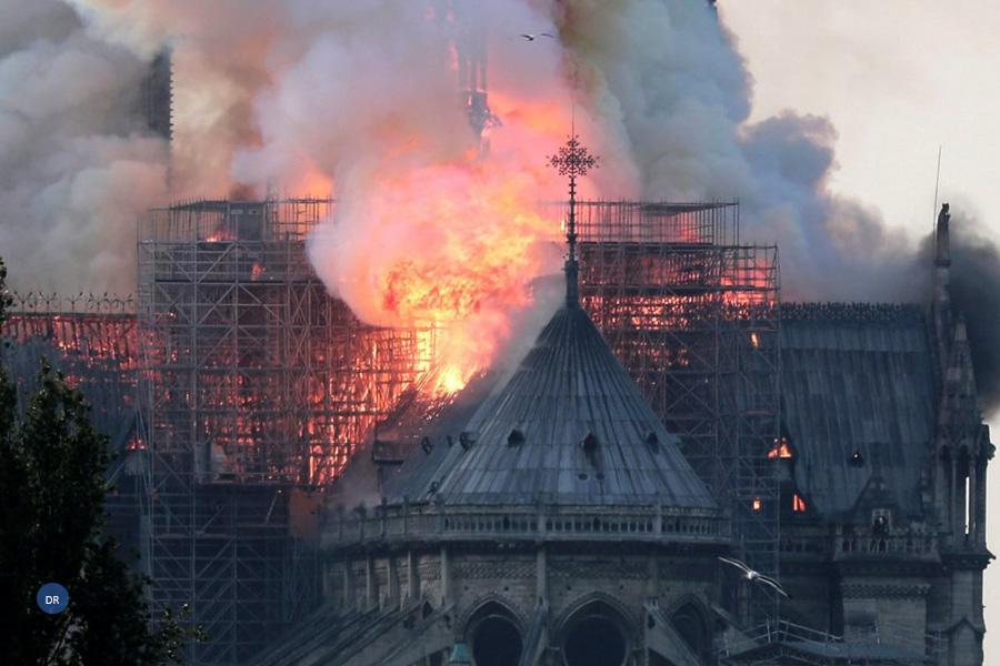 As chamas que devastaram um dos corações do catolicismo