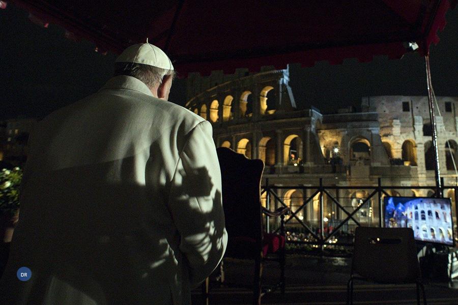 Via-Sacra com o Papa no Coliseu de Roma coloca vítimas do tráfico humano no centro das atenções