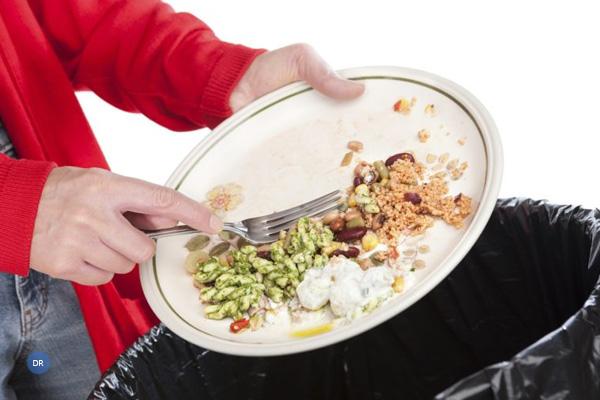 Desperdiçar a comida é descartar as pessoas, diz Papa Francisco