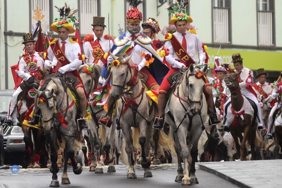 São Pedro celebrado com Cavalhadas na Ribeira Grande